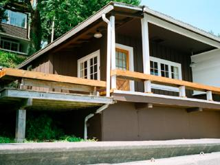 Beach Cottage in Granthams Landging - Gibsons vacation rentals