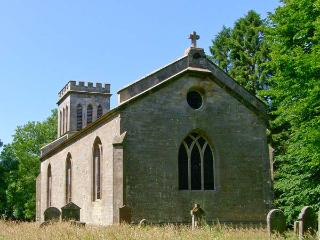 GREYSTEAD OLD CHURCH, converted church, woodburner, upside down accommodation, near Bellingham, Ref 23575 - Falstone vacation rentals