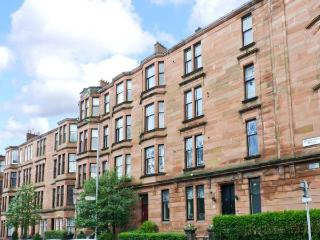WEST END APARTMENT second floor apartment, three double bedrooms, close to city amenities in Glasgow, Ref 23349 - Glasgow vacation rentals
