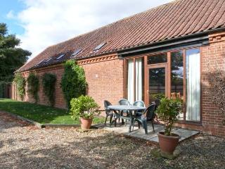 PEAR TREE ground floor, communal games area, four-poster bed in Fakenham Ref 24356 - Fakenham vacation rentals
