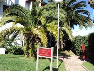 Appartement Dans Belle  Residence Avec Des Palmiers Pres De La Plage - Hendaye vacation rentals