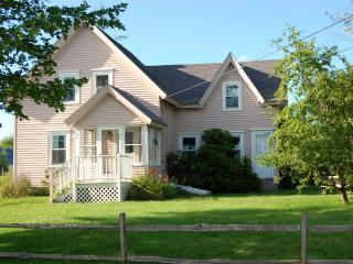 Charming Coastal Cottage in Prospect Harbor, Maine - Addison vacation rentals