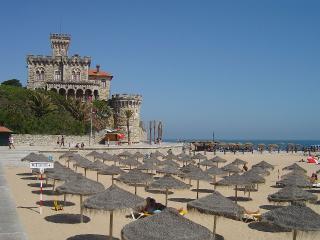 Estoril Sunny apartment near beach - Estoril vacation rentals