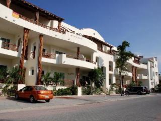 Las Olas 102 - Condo Iguana - Playa del Carmen vacation rentals
