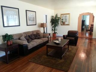 Located Near Balboa Park, Zoo, Beaches & Downtown - Pacific Beach vacation rentals