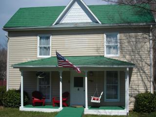 Perfect house for families & friends to gather! - Abingdon vacation rentals