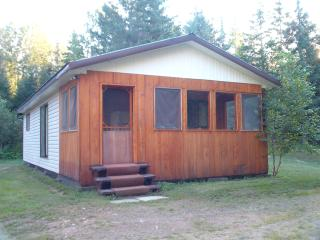 Kargus Off-Grid 350 acres Scenic Homestead Cabin Retreat! - Honey Harbour vacation rentals