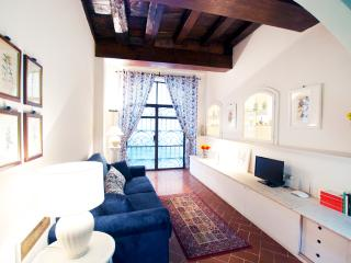 Magnoli Apartment Rental with 1 Bedroom Near Ponte Vecchio - Florence vacation rentals