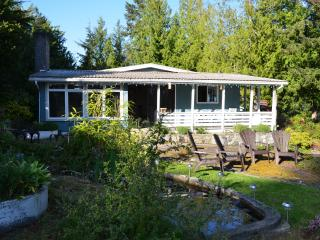 Shores cottage waterside home - Sunshine Coast vacation rentals