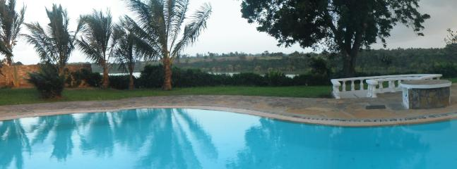 Infinity Pool Overlooking Mtwapa Creek - Up the Creek Manor, Mtwapa, Mombassa, Kenya - Mtwapa - rentals