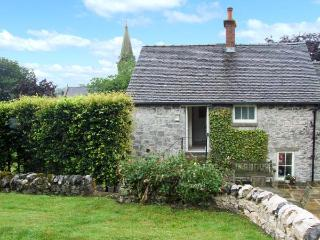 HALLCLIFFE COTTAGE, romantic cottage with woodburner, WiFi, king-size bed, garden, close to cyling and walks in Parwich, Ref. 25 - Stone vacation rentals