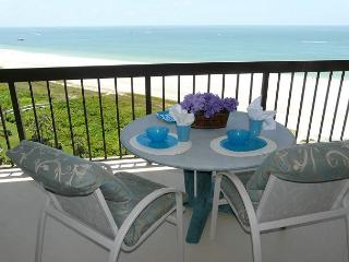 Beachfront condo with heated pool, hot tub and countless luxurious amenities - Marco Island vacation rentals