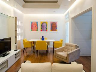 W98 - 1 BEDROOM APARTMENT IN ARPOADOR - Ipanema vacation rentals