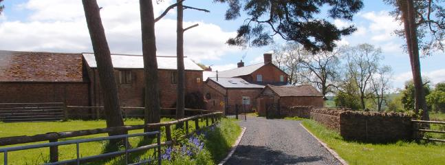 The approch to Upper Heath Farm - Upper Heath Farm Self Catering Holiday Cottage - Heathton - rentals