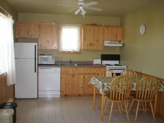 Cavendish PEI Area  - 2 Bedroom Deluxe Cottage (3) - Prince Edward Island vacation rentals
