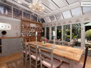 Lovely garden retreat Wimbledon - 2 bed 2 bath, Belvedere Square - London vacation rentals