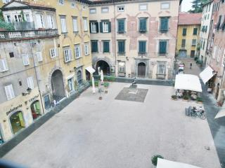 Bright apartment in Tuscany - Lucca centre - Lucca vacation rentals