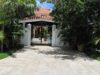 Beautiful Villa located on Simpson Bay Beach - Simpson Bay vacation rentals