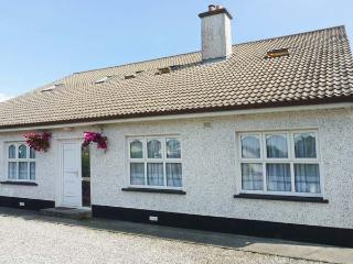 KILKARTAN HOUSE TWO, pet-friendly, central location, off road parking, in Ballina, Ref. 11676 - County Mayo vacation rentals
