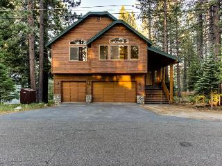 Spacious cabin with private hot tub and room for 14 guests! - South Lake Tahoe vacation rentals