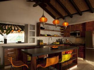 New Luxury 2-Bed Condo + Hotel Amenities, La Ropa - Zihuatanejo vacation rentals