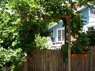 CHARMING EAST HAMPTON, COME ANYTIME! - New York City vacation rentals