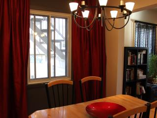 3 bdr/ch - 2 floors/étages - perfect for a family - Montreal vacation rentals