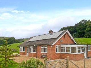 PENNANT BUNGALOW, woodburner, pretty country views, all ground floor, near Knucklas, Ref. 27219 - Mid Wales vacation rentals