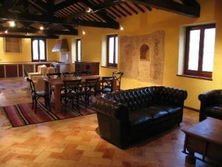 Restored Medieval House between SEA & MOUNTAINS - Penna San Giovanni vacation rentals