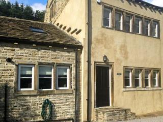 3 HANGING ROYD, pet-friendly, traditional, Grade II listed, fantastic touring location in Slaithwaite, Ref. 27400 - Langtoft vacation rentals