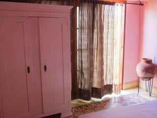 ROMANTIC COLONIAL HOUSE IN OLD CITY - PINK ROOM - Cartagena vacation rentals