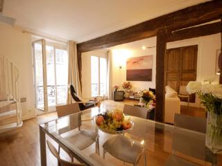 Marais - St. Paul Chic duplex apartment - Paris vacation rentals