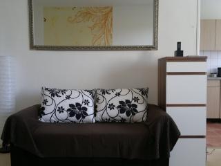CR124BER - Sunny Apartment near subway. Wifi. - Berlin vacation rentals