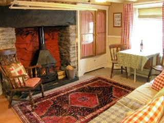 TY KATE, romantic retreat, woodburner, snug sitting area, in Tanygrisiau, Ref 12182 - Tanygrisiau vacation rentals