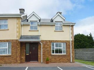 9 FRENCH PARK, central location, open fire, en-suite facilities, in Ennis, Ref. 26602 - Tulla vacation rentals