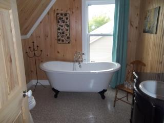 Beautiful Century old house in Caraquet - Caraquet vacation rentals