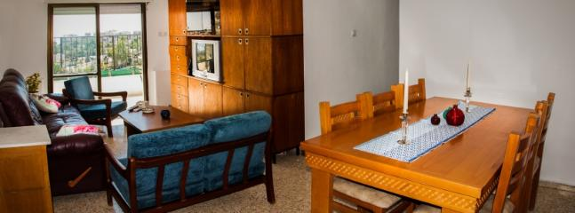 Living room with dining table. Cable TV, fast Wifi internet - Sunny and peacfull in Jerusalem - Jerusalem - rentals