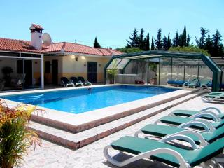 8 BEDROOMS COUNTRY VILLA WITH COVERED HEATED POOL - Coin vacation rentals
