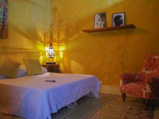 ROMANTIC COLONIAL HOUSE IN OLD CITY - YELLOW ROOM - Cartagena vacation rentals