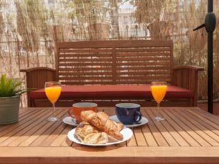 Sunny terrace central close to Plaza Cataluña - Barcelona vacation rentals