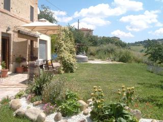 Old School House, Family friendly slps 10, Jacuzzi - Fermo vacation rentals