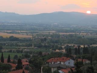 2BR 1BA Private Garden with Breathtaking view - Arezzo vacation rentals