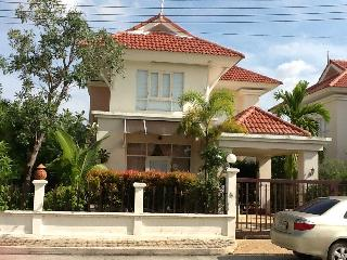 Sleek and Bright 3 bedroom  house in Ao Nang Krabi - Ao Nang vacation rentals