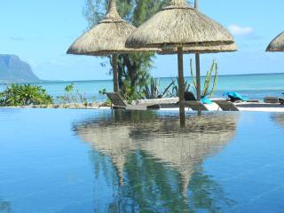 Sunset Coast luxury appartment, on beach with pool - Mauritius vacation rentals