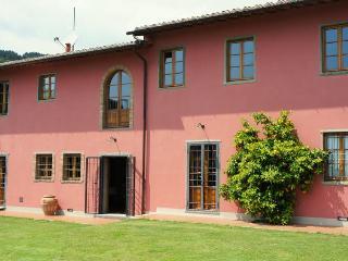 Villa Campioni: luxury hilltop villa, pool and wheelchair friendly - Tuscany vacation rentals