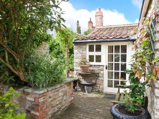 CORONATION COTTAGE, woodburner, wet room, all ground floor, fantastic location, in Helmsley, Ref. 26954 - Helmsley vacation rentals