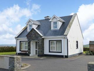 5 RINEVILLA VIEW, pet-friendly, sea views, open fire, en-suites, in Cross near Carriagholt, Ref. 27717 - Cross vacation rentals