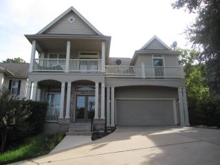 EXCLUSIVE CUSTOM HOME WITH VIEW IN TRAVIS HEIGHTS-WALK TO SOCO/DOWNTOWN - Austin vacation rentals
