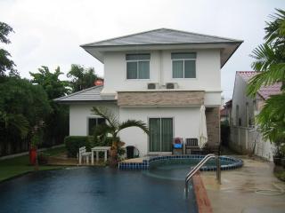 Beautiful pool house in HuaHin, Thailand - Hua Hin vacation rentals