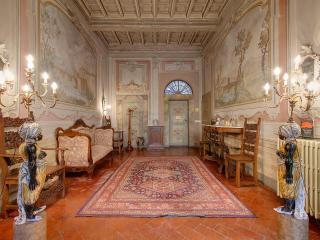 Elegant 3 Bedroom Apartment Rental in Florence - Florence vacation rentals